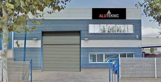 aluteknic-carpinteria-aluminio-pvc-nave-contacto